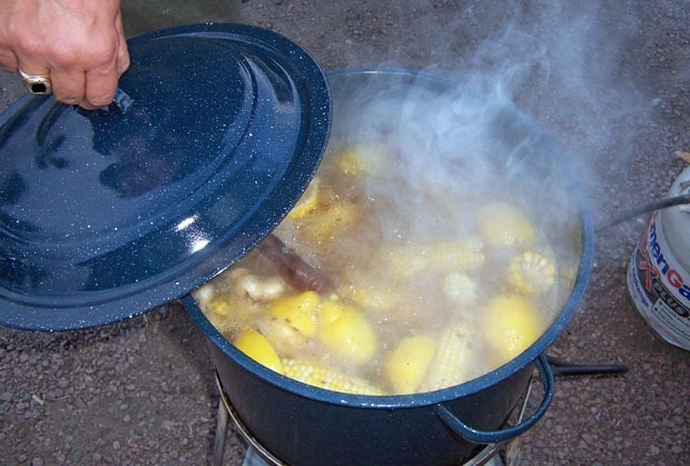 Read to learn what equipment do you need for your Cajun seafood boil party!