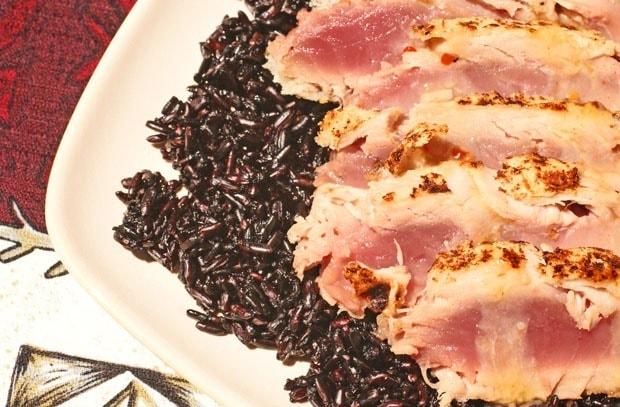 Seared Panko Encrusted Tuna on Black Rice at This Mama Cooks! On a Diet - thismamacooks.com