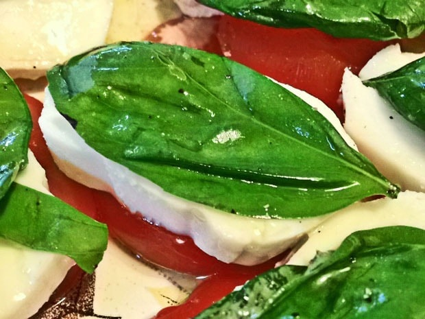 Easy Peasy Caprese at This Mama Cooks! On a Diet - thismamacooks.com