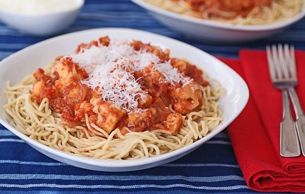 Gluten Free Spaghetti with Spicy Cauliflower Sauce recipe at This Mama Cooks! On a Diet - thismamacooks.com