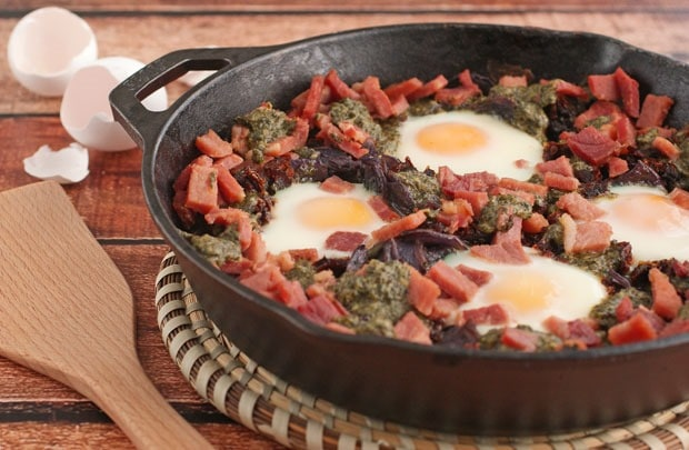 Skillet Baked Eggs with Potatoes, Pesto & Sun Dried Tomatoes at This Mama Cooks! On a Diet - thismamacooks.com