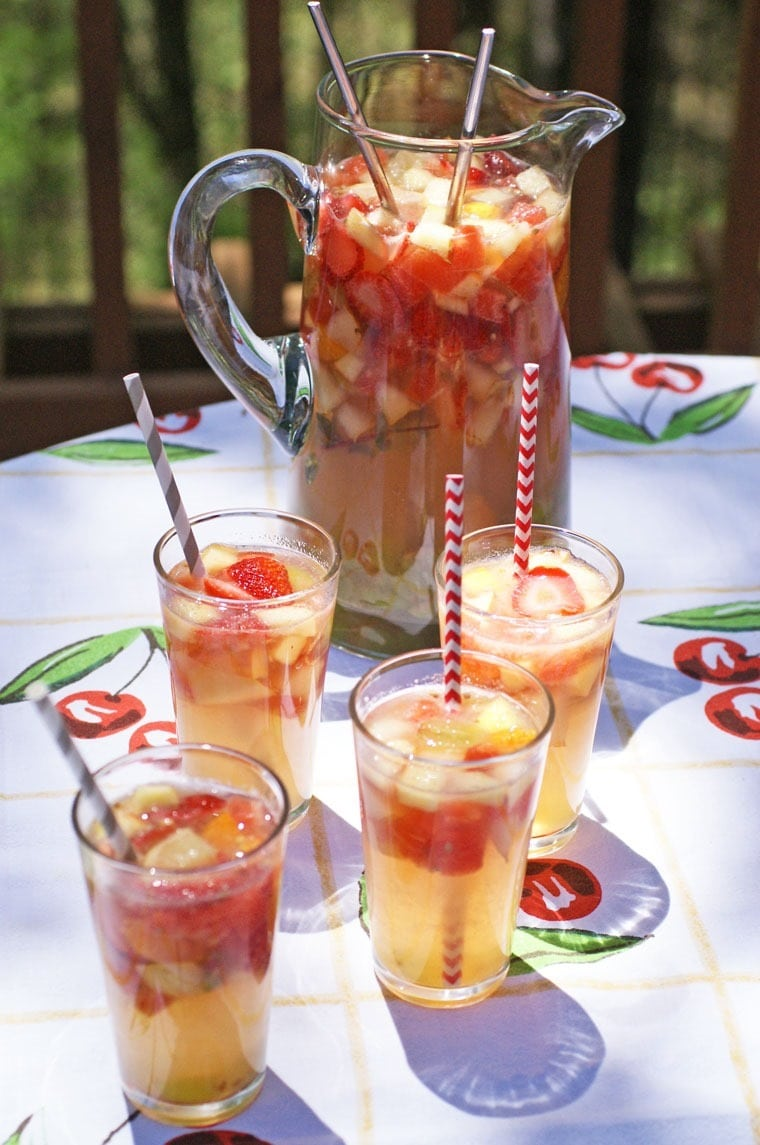 Mock Lemon-Limeade and Sparkling Apple Sangria at This Mama Cooks! On a Diet - thismamacooks.com