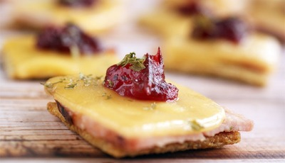 Ham & Gouda Triscuit Toppers plus 10 Tips for Setting the Perfect Thanksgiving Table