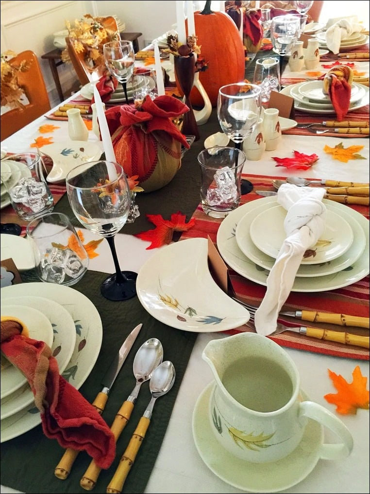 Festive Thanksgiving tablesetting