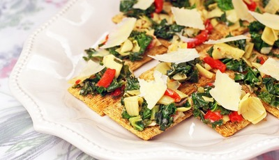 Artichoke & Kale Bruschetta Toppers and Easy Holiday Decorating Tips