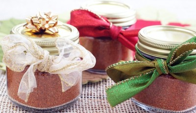Homemade taco seasoning makes a terrific inexpensive last minute gift. It's also gluten free and dairy free unlike store bought taco seasoning. Click to get this easy to make homemade taco seasoning mix recipe.