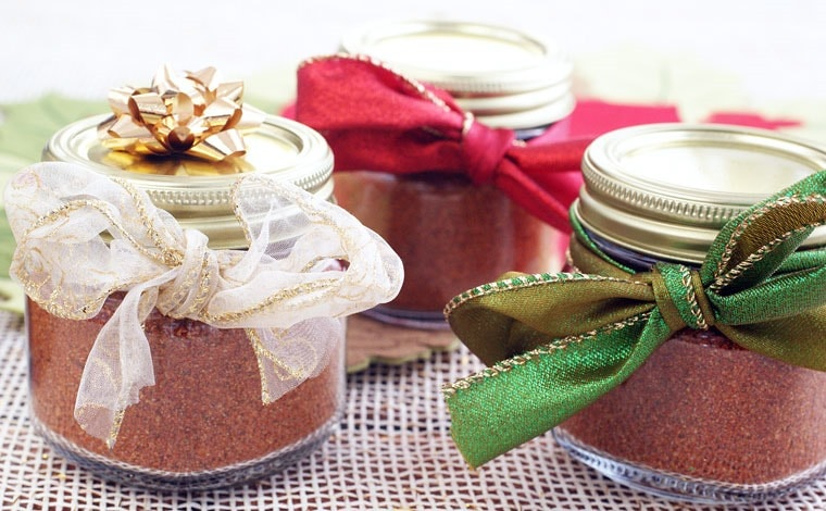 5 Reasons Why Homemade Taco Seasoning is a Terrific Last Minute Gift Idea. Get the Homemade Taco Seasoning recipe at This Mama Cooks! On a Diet