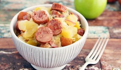Slow Cooker Sauerkraut and Sausage with Apples and Potatoes