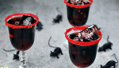 Best Halloween Drinks: Dead Man's Kiss black vodka cocktail