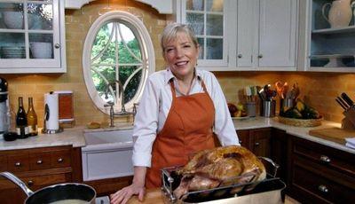 Sara Moulton's Make Ahead Gravy and turkey carving tips