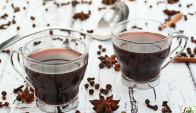 Slow Cooker Mulled Wine in small glasses