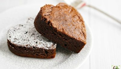 Looking for a gluten free fudgy brownie recipe? Try the Best Gluten Free Fudgy Brownies Ever! Click to get this easy gluten free brownie recipe. Perfect for Valentine's Day!