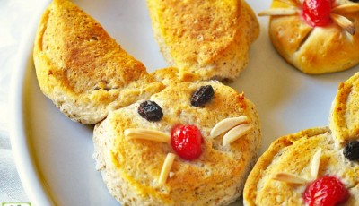 Easter Bunny Biscuits makes the perfect kid Easter breakfast. Make these homemade bunny treats for Easter breakfast. Get the kids to help you make this fun Easter biscuit recipe. Click to get this simple Easter biscuit recipe.