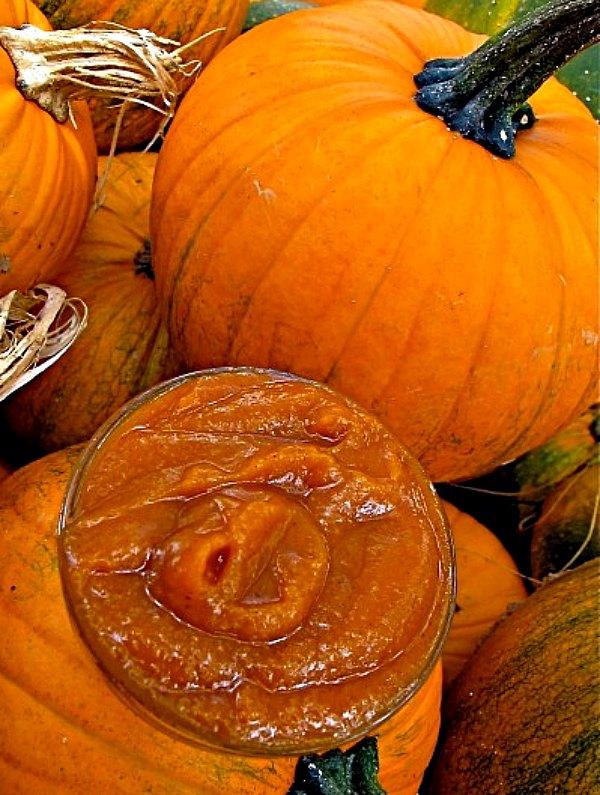 healthy pumpkin recipes: a dish of Homemade Spiced Pumpkin Butter